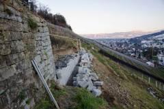 Bau einer neuen Trockensteinmauer in Thal